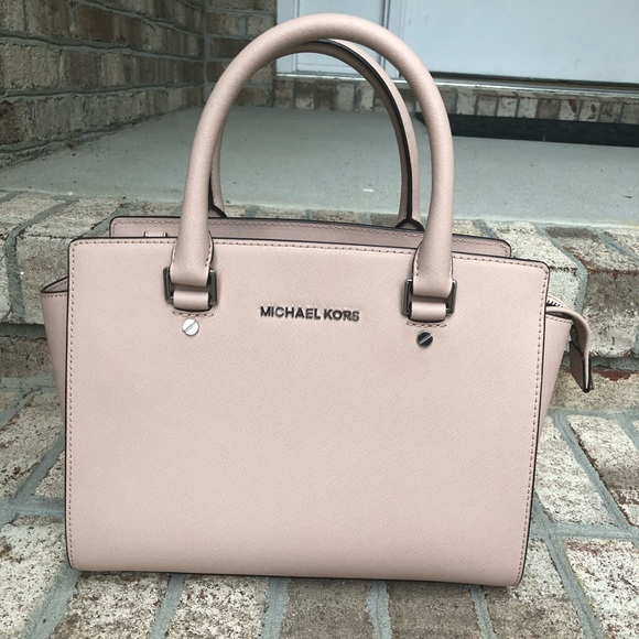 9904cd50c1aab Michael Kors Selma Medium Ballet pink satchel. M 5b1fbe26df0307fe7cb1a362